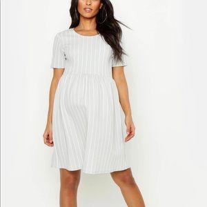 [boohoo maternity] BNWT striped smocked dress